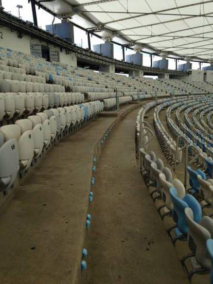 Decenas de sillas fueron arrancadas y almacenadas como escombros.