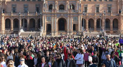 Concentración este domingo en memoria de Laura Luelmo en la plaza de España, en Sevilla.