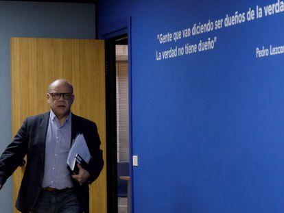 El secretario general de Coalición Canaria, José Miguel Barragán, al llegar a la rueda de prensa en la que ha anunciado la sanción a Oramas.