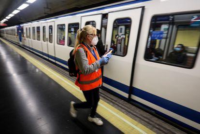 Empresa de contadores de pasajeros en cada vagón de Metro de Madrid para controlar su afluencia y separación en el Estado de Alarma por el Covid-19.