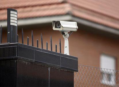 Las cámaras de seguridad vigilan el domicilio donde Pietro Arcan mató al abogado Arturo Castillo el 20 de junio de 2001.
