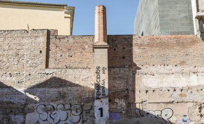 Contador de feminicidios en la fachada trasera del IVAM.