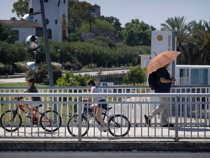 Llega el buen tiempo y apetece desempolvar las bicicletas para hacer ejercicio y disfrutar del ocio en familia.