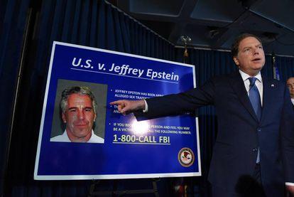 El fiscal del distrito sur de Nurva York Geoffrey Berman anuncia los cargos contra Jeffery Epstein.