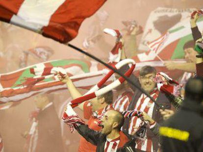Aficionados del Athletic tras finalizar el partido y conseguir el pase a la final.