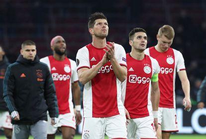 Los jugadores del Ajax, ante el Getafe en Liga Europa.
