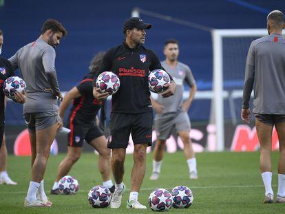 Entrenamiento del Atlético de Madrid en el estadio José Alvalade de Lisboa, previo al partido contra el Leipzig correspondietente a los cuartos de final de la Liga de Campeones. / (EFE)