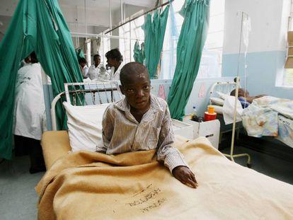 Un paciente infectado de cólera, en un hospital de Harare en 2009.