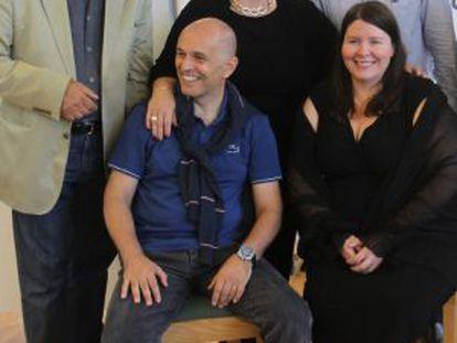 Los solistas y el director de 'Il trovatore' que se presenta en el Festival de Peralada. De izquierda a derecha, de pie, Leo Nucci, Mariane Cornetti y Misha Didyk; sentados, el director de orquesta Roberto Rizzi-Brignoli y Angela Meada.