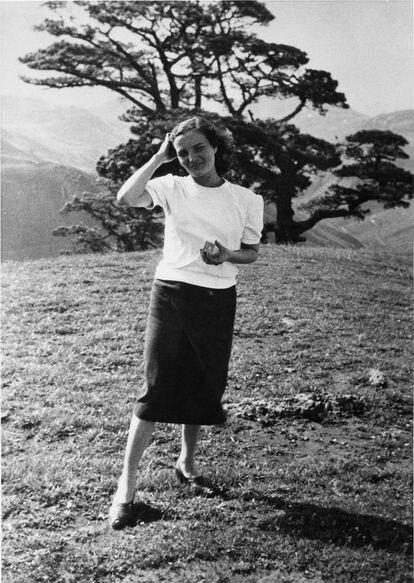 Fotografía de Carmen Laforet en el año 1951, durante un viaje a Canarias.