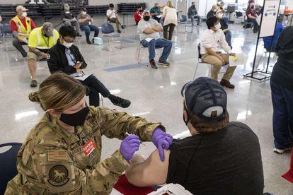 Vacunación con las dosis de Janssen el 26 de marzo en Buffalo (West Virginia, Estados Unidos).