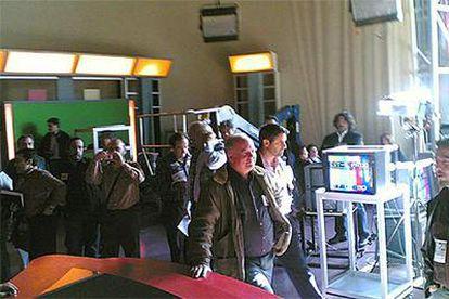 Representantes de los sindicatos en TVE ocuparon ayer en Madrid el plató de <i>España directo.</i>