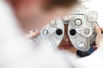 Revisión oftalmológica en un centro de la cadena de clínicas Baviera.