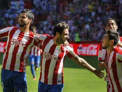 Los jugadores del Sporting celebran un gol ante el Leganés.