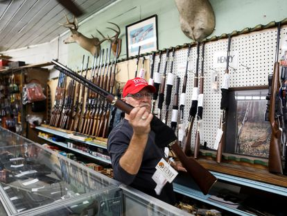 Richard Albrecht, un vendedor de armas en Wildwood, Florida.