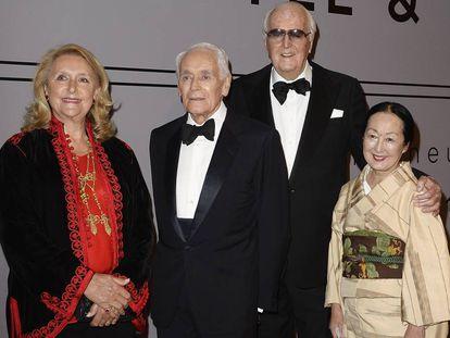 Philippe Venet y Hubert de Givenchy, con la duquesa de Cadaval y la condesa de Setsuko Klossowska de Rola en 2013 en París.