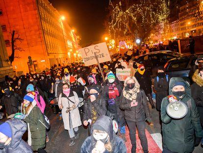 Manifestación contra el endurecimiento de la ley del aborto ayer en Poznan (Polonia).