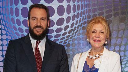 Carmen Cervera y su hijo, Borja Thyssen, en el museo Thyssen-Bornemisza de Madrid en 2018.