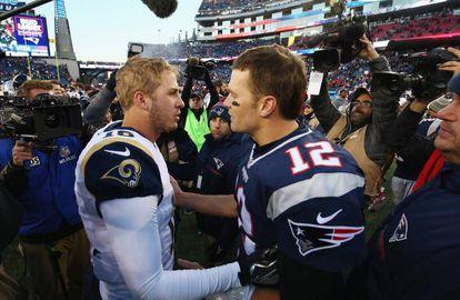 Los mariscales de campo de los Rams, Jared Goff, y Patriots, Tom Brady.