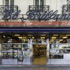 En 1997, Bill et Hillary Clinton se sont rendus à Madrid pour un sommet de l'OTAN et en plus de visiter les grands musées du Paseo del Prado, ils sont entrés dans un autre temple de la ville, El Brillante (Plaza del Emperador Carlos V, 8), pour manger un sandwich au calmar classique.  Il n'y a pas d'images de la morsure historique, mais il y a la mémoire des serveurs.  Cette place du rond-point d'Atocha a été ouverte en 1961 par Alfredo Rodríguez Villa, un Léonien arrivé dans la grande ville en 1934 et appris l'art de la friture dans un autre symbole du sandwich, El Diamante.