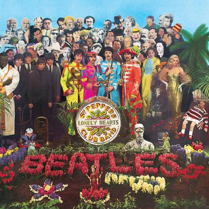 En la célebre portada de 'Sgt. Pepper's Lonely Hearts Club Band' de los Beatles se puede ver a Aleister Crowley en la esquina superior izquierda: es el segundo de la primera fila.