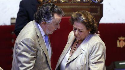 Rita Barberá y su vicealcalde, Alfonso Grau, en el Ayuntamiento de Valencia en 2015.