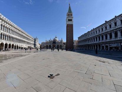 La plaza de San Marcos, en Venecia, casi vacía este domingo.