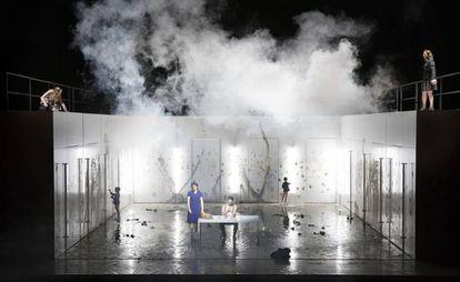 Una escena de la ópera 'Las benévolas', versión de la novela de Jonathan Littell, estrenada en Amberes.