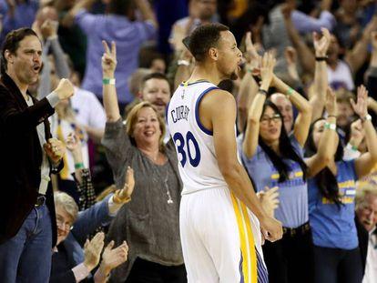 Curry, tras uno de sus 13 triples ante Nueva Orleans.