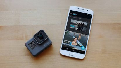 El mejor amigo de la GoPro Hero6 Black es el 'smartphone'.
