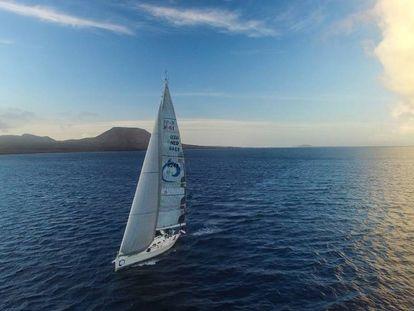 El velero Isabel, en las islas Canarias, partiendo hacia América.