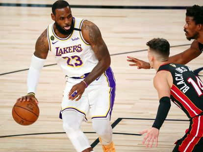 LeBron James, durante un partido de la final de 2020 entre los Lakers y Miami.