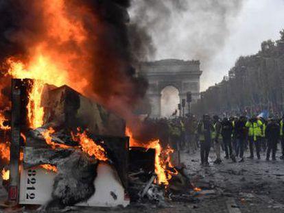 Miles de manifestantes protestan en el centro de la capital francesa contra el alza del precio de los combustibles y la pérdida de poder adquisitivo