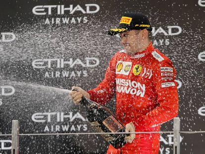 Leclerc celebra su podio en Abu Dhabi el 1 de diciembre.