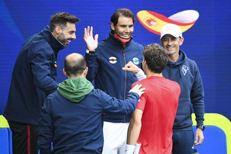 Granollers, Vendrell, Nadal, Carreño and Samuel López celebrate the Asturian's triumph (in red) in Melbourne.