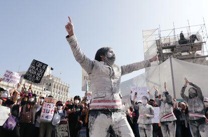 Peruanos se manifiestan contra la decisión del Congreso de destituir al expresidente Martín Vizcarra. Lima, noviembre de 2020.