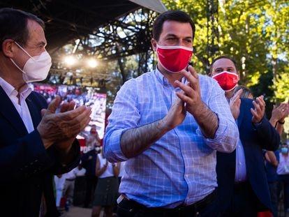 El candidato a la presidencia de la Xunta de Galicia por el PSOE, Gonzalo Caballero, en un acto de campaña en Vigo.