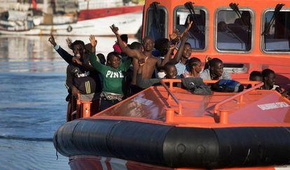 Llegada al puerto granadino de Motril de un grupo de migrantes rescatados el pasado día 10.