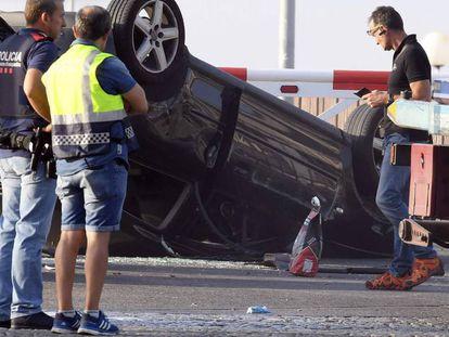 La policía investiga el coche usado en el ataque terrorista de Cambrils.