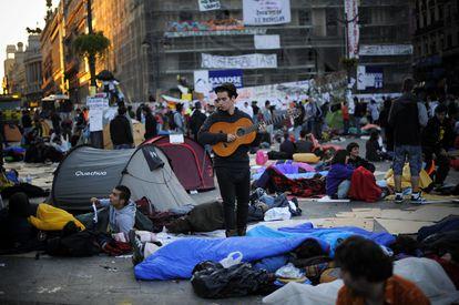 La acampada de la Puerta del Sol, a primera hora del 21 de mayo.