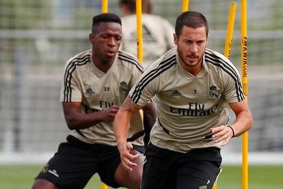 Hazard y Vinicius, durante un entrenamiento en Valdebebas. / REAL MADRID.COM