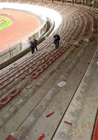 Estado en el que quedó el estadio del Compostela tras el partido de ayer de Copa del Rey contra el Depor.