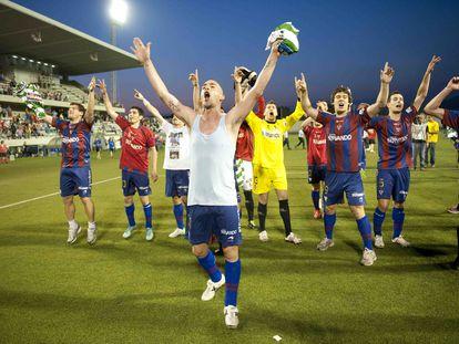 Jugadores celebran el ascenso de la SD Eibar en 2014.