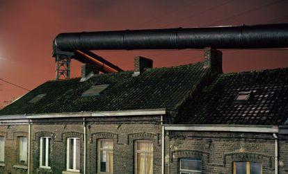 Imagen facilitada por World Press Photo, una de las diez que integran el reportaje fotográfico 'El corazón oscuro de Europa', en el que relata diferentes situaciones en Charleroi, al sur de Bruselas.