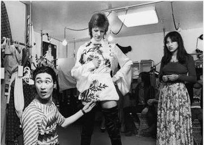 Yamamoto probando a Bowie en los años setenta.