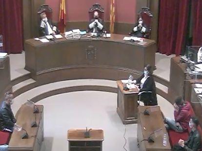 Vídeo | Así fue el interrogatorio del fiscal a la víctima en el juicio de la 'manada de Sabadell'