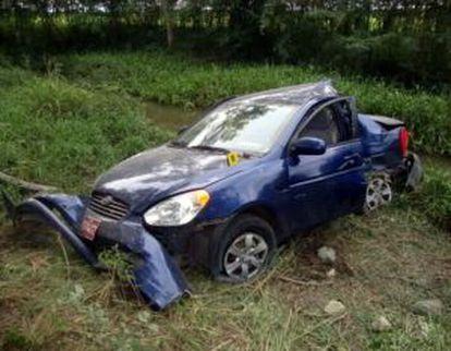 Imagen distribuida por el Gobierno cubano del vehículo siniestrado donde viajaba el fallecido opositor Oswaldo Payá.