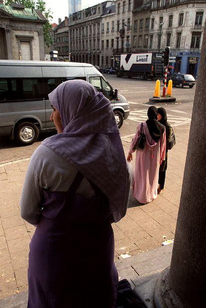 Mujeres con velo en Anderlecht (Bélgica).