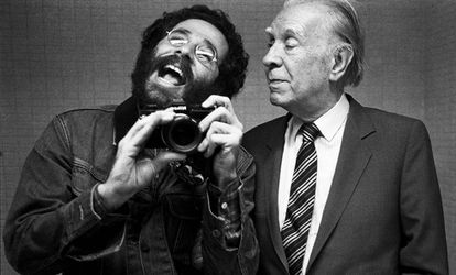 Autorretrato de Vasco Szinetar con Jorge Luis Borges en 1982.