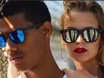 Las gafas de sol superventas en Amazon son unisex y están disponibles en 30 colores